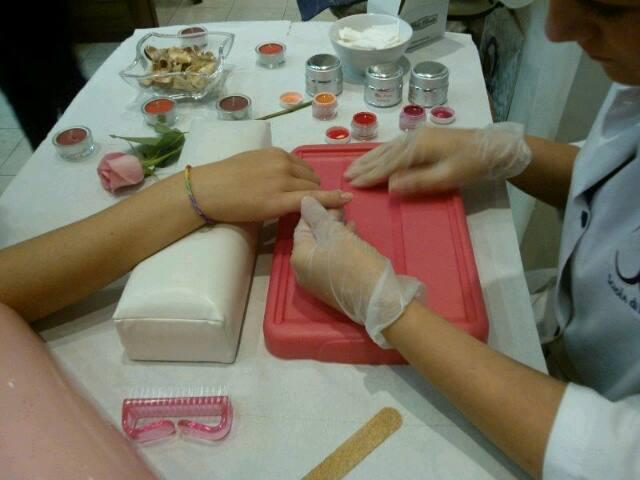 corso di ricostruzione unghie a scuola