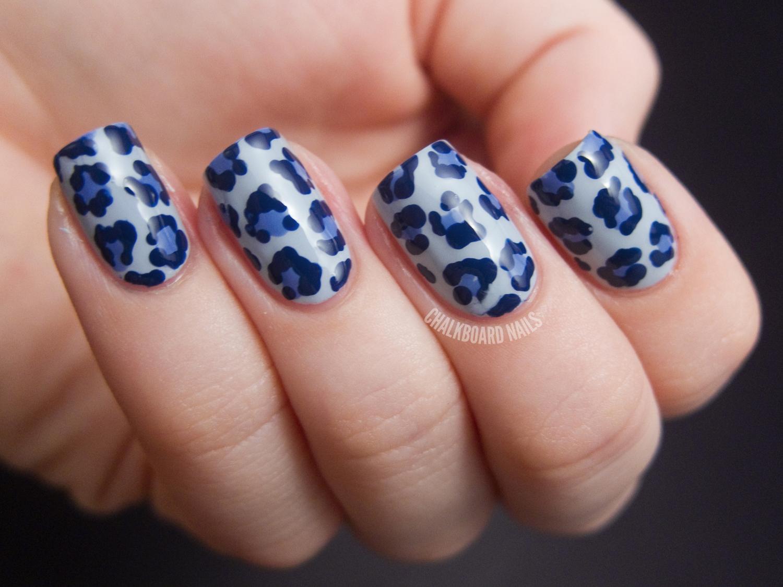 nail art leopardata blu