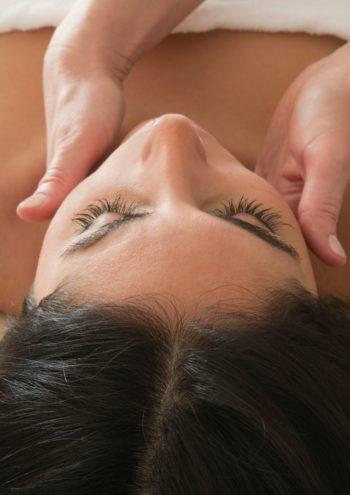 Corso massaggio emolinfatico - zona collo - Scuola di estetica Sirio AJa