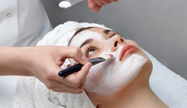 Corsi estetista per la cura del viso e maschere facciali