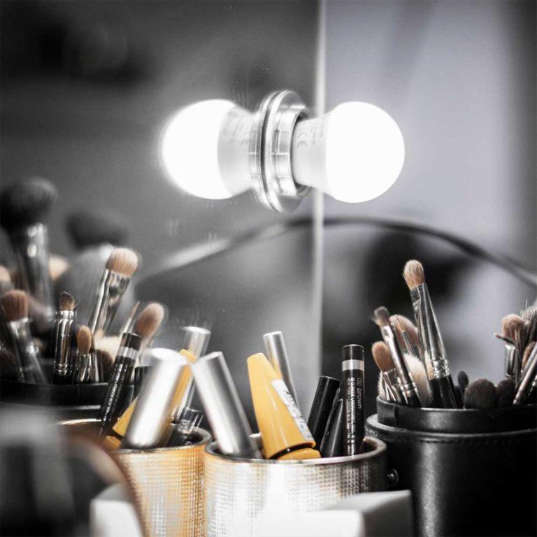 Attraverso moduli formativi dedicati a tutti gli specifici settori del makeup, offre una conoscenza approfondita in tutti gli aspetti del trucco professionale: correttivo, beauty, sposa, fashion, cinematografico, teatrale e televisivo.